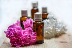 essential-oils-aromatherapy-spa-oil-161585 500×334